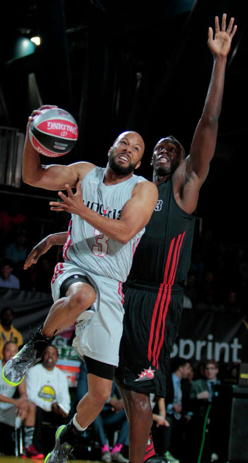 Rapper Common tries to get a shot past gold medal sprinter Usain Bolt during the 2013 Sprint All-Star Celebrity game. Photo: Billy Smith II, Houston Chronicle / © 2013 Houston Chronicle