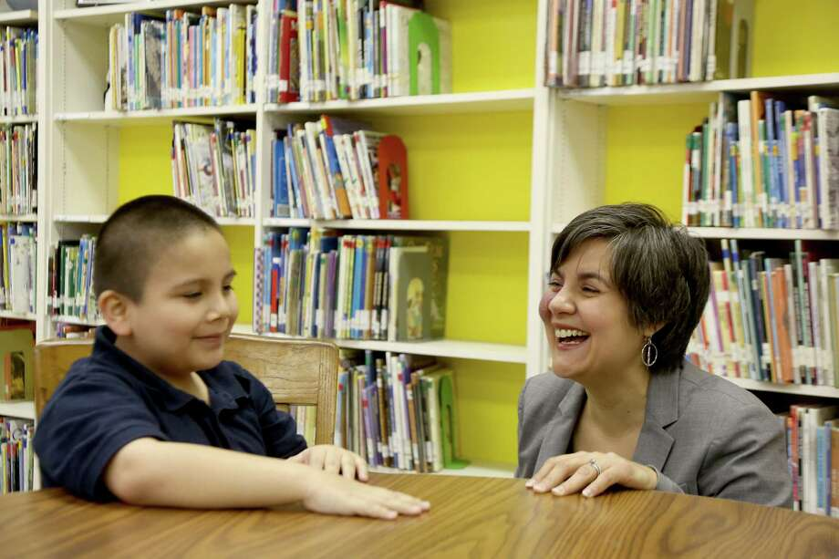 Elisa Villanueva Beard of Houston visits with Eric Amado at HISD's Franklin Elementary. Beard recently became co-CEO of Teach for America as Wendy Kopp becomes chairwoman. Photo: Thomas B. Shea / © 2012 Thomas B. Shea