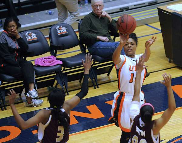 Simone Young of UTSA shoots a three-point shot over Kaylan Martin (00) and Diamond Ford (3) of Texas State during women's college basketball action at UTSA on Saturday, Feb. 16, 2013. UTSA won the game, 74-65. Photo: Billy Calzada, San Antonio Express-News / San Antonio Express-News