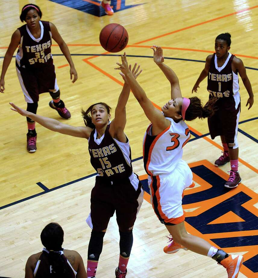 Whitney Wright (32) of UTSA drives and shoots over Jasmine Baugus of Texas Sate on Saturday, Feb. 16, 2013. Photo: Billy Calzada, San Antonio Express-News / San Antonio Express-News