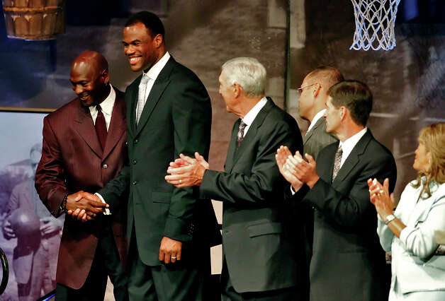 Retired Spur and 2009 Hall of Fame inductee David Robinson (second from left) shakes hands with fellow inductee Michael Jordan as the rest of this year's class including Jerry Sloan, John Stockton and C. Vivian Stringer applaud at the reunion dinner held at the Naismith Memorial Basketball Hall of Fame in Springfield, Mass. on Thursday, Sept. 10, 2009. Photo: KIN MAN HUI, San Antonio Express-News / kmhui@express-news.net