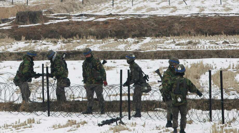 South Korean army soldiers set up barbed wire fence during an exercise near the demilitarized zone of Panmunjom in Paju, South Korea, Thursday. Photo: AP