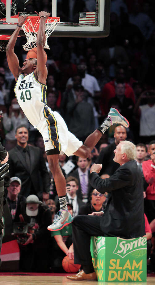 Jeremy Evans of the Utah Jazz dunks over former Jazz player Mark Eaton. Photo: James Nielsen, Houston Chronicle / © 2013  Houston Chronicle