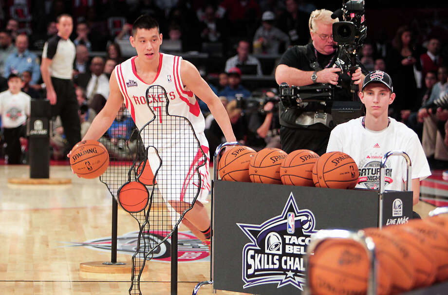Jeremy Lin of the Houston Rockets competes in the NBA All-Star Skills Challenge. Photo: James Nielsen, Houston Chronicle / © 2013  Houston Chronicle