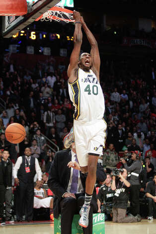 Jeremy Evans of the Utah Jazz dunks over former Jazz player Mark Eaton. Photo: Melissa Phillip, Houston Chronicle / © 2013  Houston Chronicle