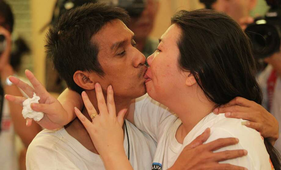 In action during their world record longest kiss, are Akechai Tiranarat, left, and Laksana Tiranarat, as they make their way to winning the World's Longest Continuous Kiss contest, with a Guinness World Record time of 58 hours, 35 minutes, 58 seconds, in Pattaya, southeastern Thailand, Thursday. Photo: AP
