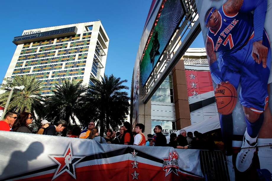 A large image of Carmelo Anthony of the New York Knicks looms over fans as they wait for the gates to open. Photo: Melissa Phillip / © 2013  Houston Chronicle