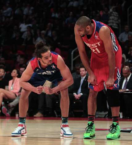 Joakim Noah of the Chicago Bulls (13) and Tim Duncan of the San Antonio Spurs (21) prepare to rebound a foul shot during the first half. Photo: James Nielsen / © 2013  Houston Chronicle