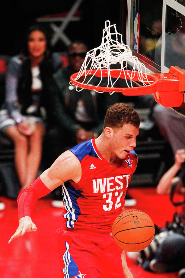 Blake Griffin of the Los Angeles Clippers dunks the ball during the first half. Photo: Cody Duty, Houston Chronicle / © 2013  Houston Chronicle