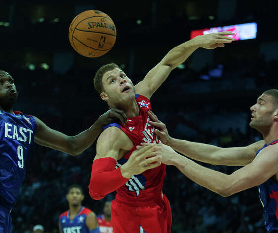 Blake Griffin of the Los Angeles Clippers (32) fights for a rebound with Luol Deng of the Chicago Bulls (9) and Brook Lopez of the Brooklyn Nets. Photo: James Nielsen, Houston Chronicle / © 2013  Houston Chronicle
