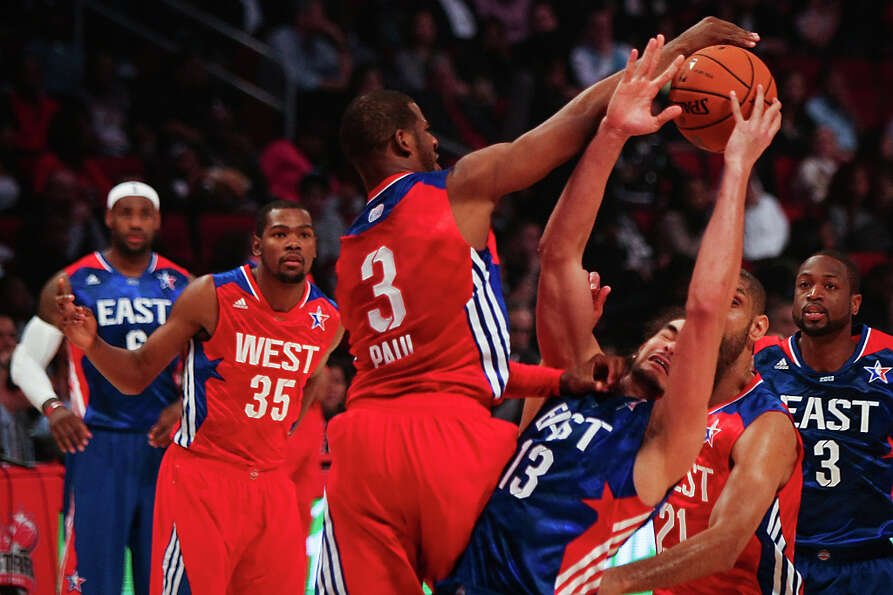 Chris Paul of the Los Angeles Clippers (3) knocks the ball away from Joakim Noah of the Chicago Bull