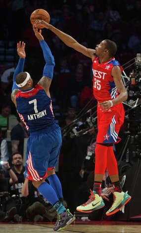 Kevin Durant of the Oklahoma City Thunder (35) knocks away a shot by Carmelo Anthony of the New York Knicks (7). Photo: James Nielsen, Houston Chronicle / © 2013  Houston Chronicle