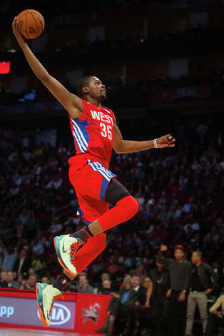 Kevin Durant of the Oklahoma City Thunder dunks the ball during the second half. Photo: James Nielsen, Houston Chronicle / © 2013  Houston Chronicle