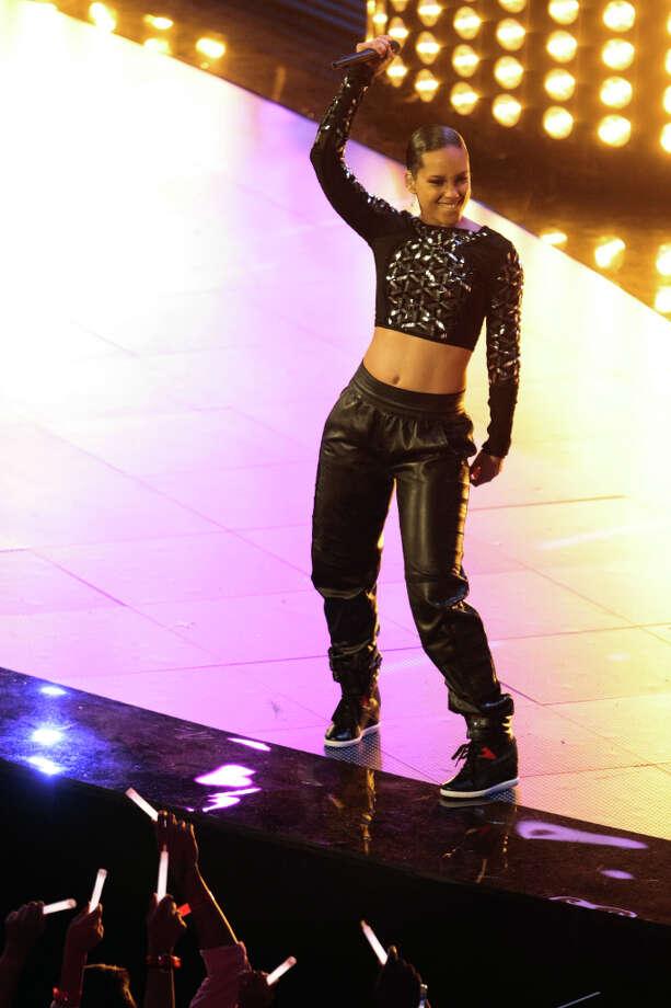 Alicia Keys performs at halftime. Photo: Billy Smith II, Houston Chronicle / © 2013  Houston Chronicle
