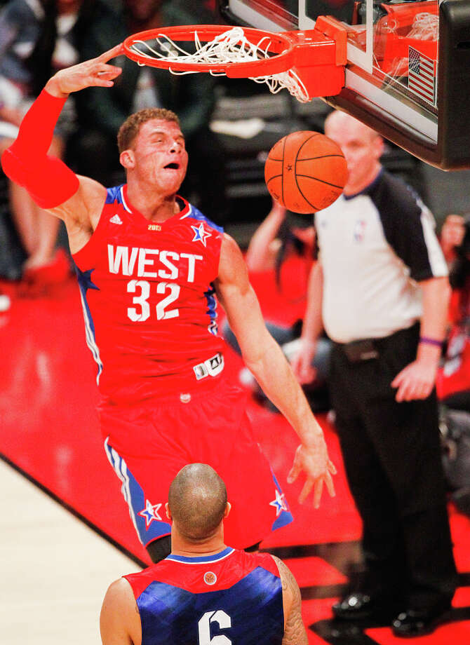 Blake Griffin of the Los Angeles Clippers (32) dunks the ball during the first half. Photo: Cody Duty, Houston Chronicle / © 2013  Houston Chronicle
