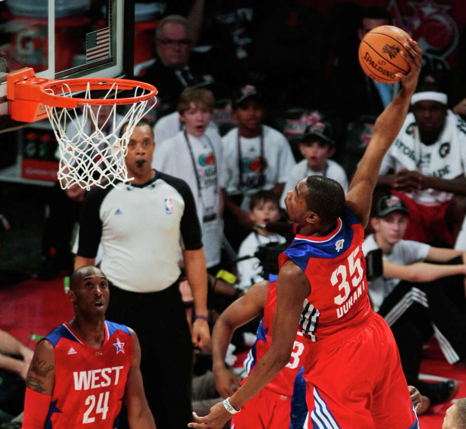 Kevin Durant of the Oklahoma City Thunder goes up for a dunk. Photo: Billy Smith II, Houston Chronicle / © 2013  Houston Chronicle