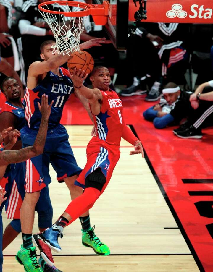 Russell Westbrook of the Oklahoma City Thunder gets a layup during the second half. Photo: Billy Smith II / © 2013  Houston Chronicle