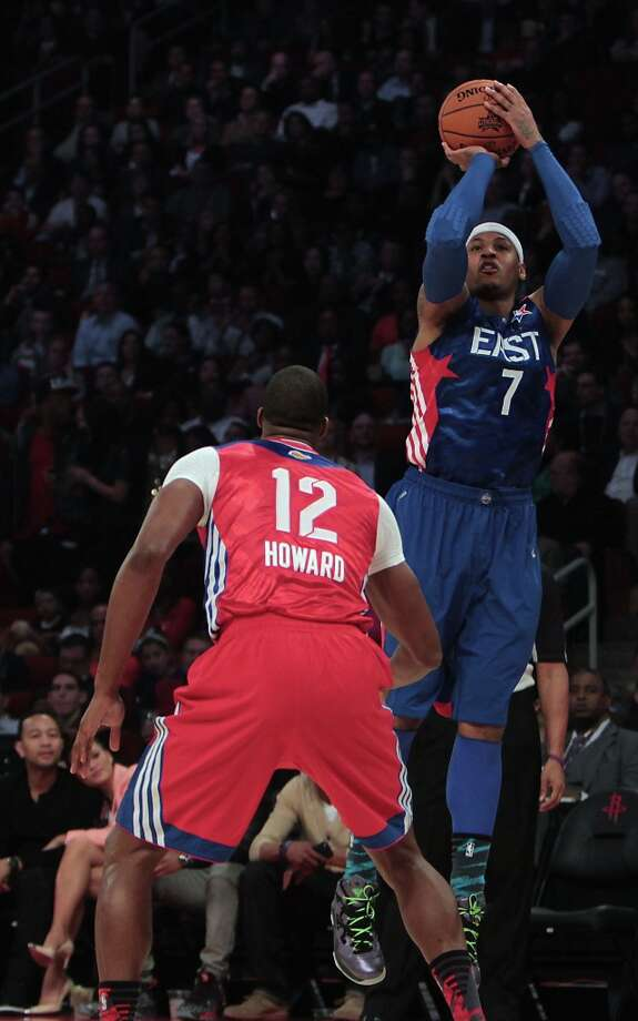 Carmelo Anthony of the New York Knicks (7) shoots over Dwight Howard of the Los Angeles Lakers during the first half. Photo: James Nielsen / © 2013  Houston Chronicle