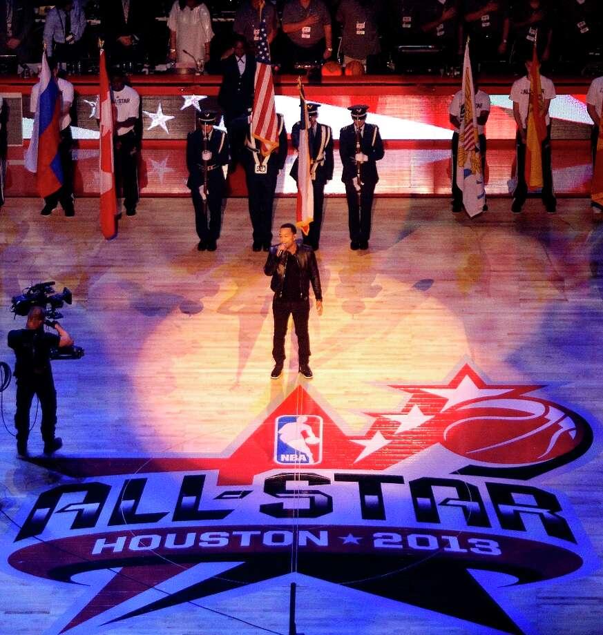Singe John Legend performs the national anthem. Photo: Melissa Phillip / © 2013  Houston Chronicle