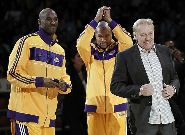 Jerry Buss (right) participated in a Lakers championship-ring ceremony with Kobe Bryant (left) and Derek Fisher in 2010. Photo: Chris Carlson, Associated Press