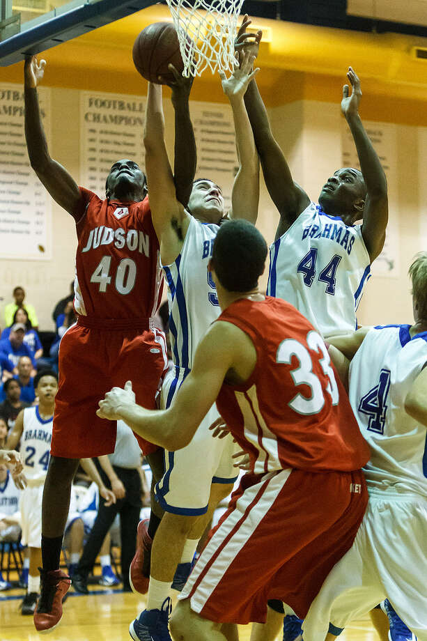Judson's Derrik Luster (40) battles for a rebound with MacArthur's Nick Garcia (center) and Marco McKee (44). Luster scored 10 points in a 49-45 win. Photo: Marvin Pfeiffer/ San Antonio Express-News
