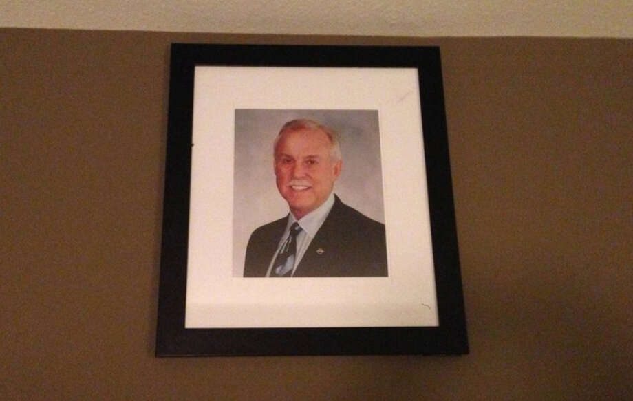 A portrait of, apparently, former Stanford Group executive Jay Comeaux in Room 322 at Hotel Zaza. Photo: Imgur.com
