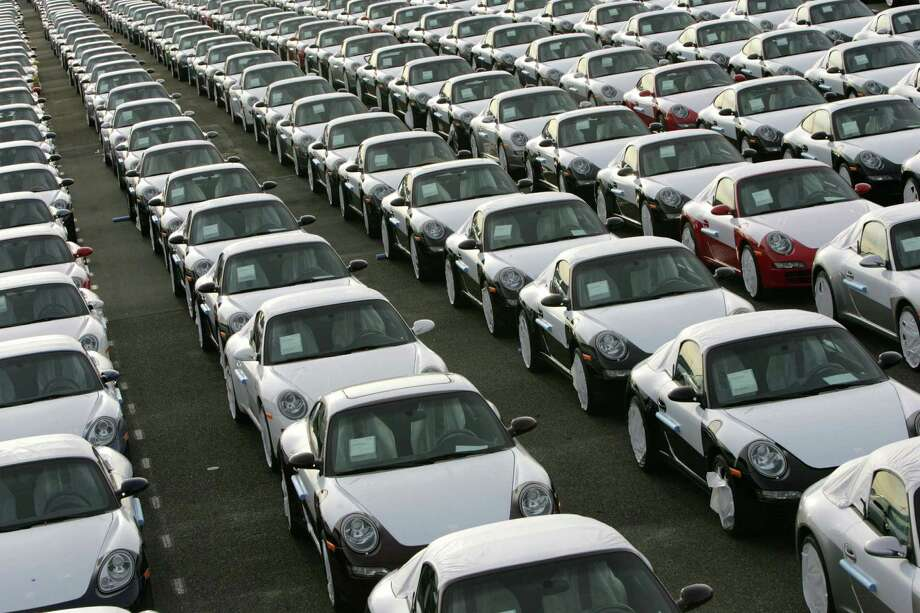 Porsche 911 cars ready for shipping. Photo: DAVID HECKER, Getty Images / 2008 AFP