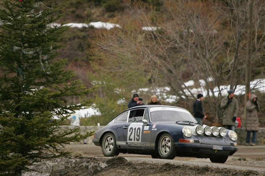 Luca Travagliati and Paolo Comini of Italy driving their Porsche 911 S 2.2 (1971) on the first stage from Monaco to Revest les Roches during the 12th Monte Carlo Historical Rally on February 1, 2009 in Monte Carlo, Monaco. Photo: Michael Steele, Getty Images / 2009 Getty Images