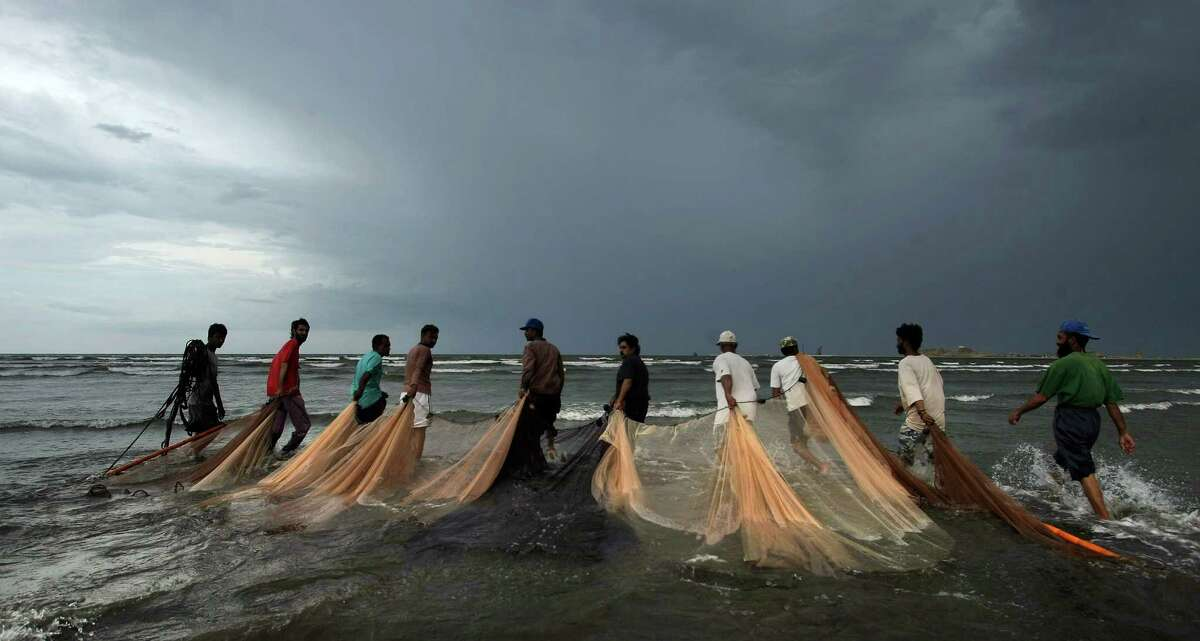 In some parts of the world, restrictions on the use of beach nets have spurred increases in total fish, the size of fish and fishing income in some communities.
