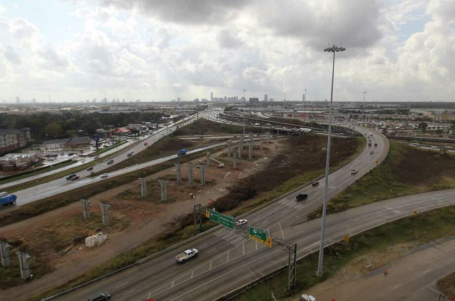 Other issues like highway construction have been put off for the final month of the session. Photo: Karen Warren, Houston Chronicle / © 2012  Houston Chronicle