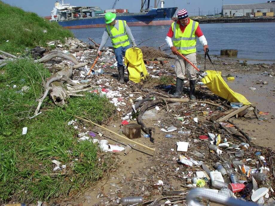 trash pick up in the Buffalo Bayou Parnership's Clean and Green program. Photo: Buffalo Bayou Partnership