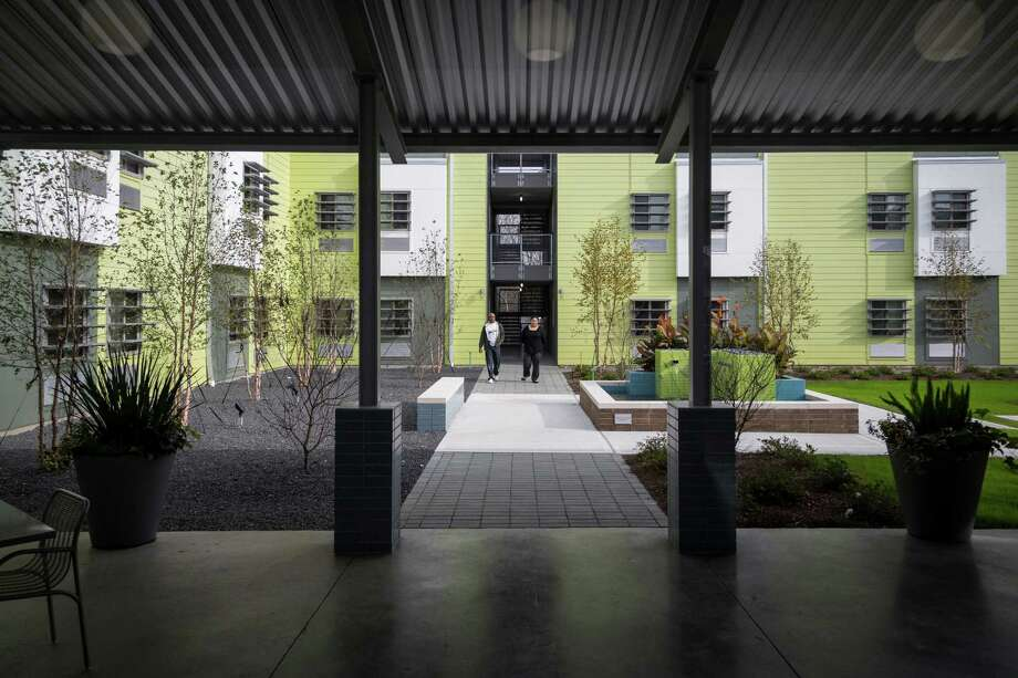 The courtyard at 4415 Perry, a 160-unit single room occupancy apartment complex for low-income residents, is an inviting oasis. The project was built by the nonprofit New Hope Housing Inc. Photo: Michael Paulsen, Staff / © 2013 Houston Chronicle