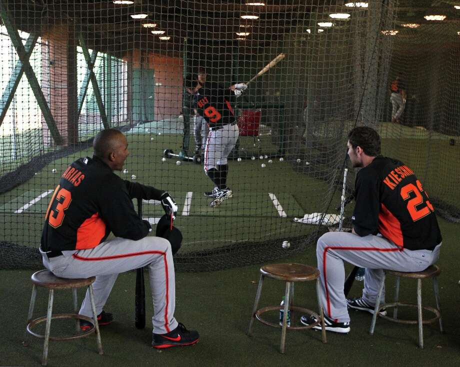 San Francisco Giants Joaquin Arias (13) and Roger Kieschnick (23) watch Brandon Belt (9) during batting practice. Photo: Lance Iversen, The Chronicle / ONLINE_YES