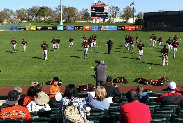 San Francisco Giants go through their warm ups at Scottsdale Stadium. Photo: Lance Iversen, The Chronicle / ONLINE_YES