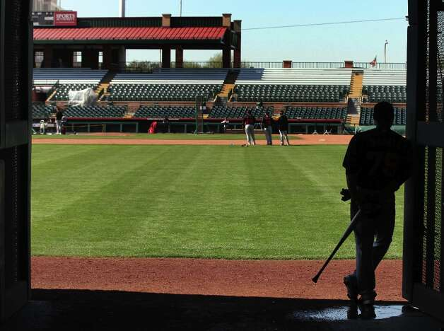 San Francisco Giants' catcher Johnny Monell, right, watches batting practice at Scottsdale Stadium during spring training Monday, Feb. 18, 2013, in Scottsdale, Ariz. Photo: Lance Iversen, The Chronicle / ONLINE_YES
