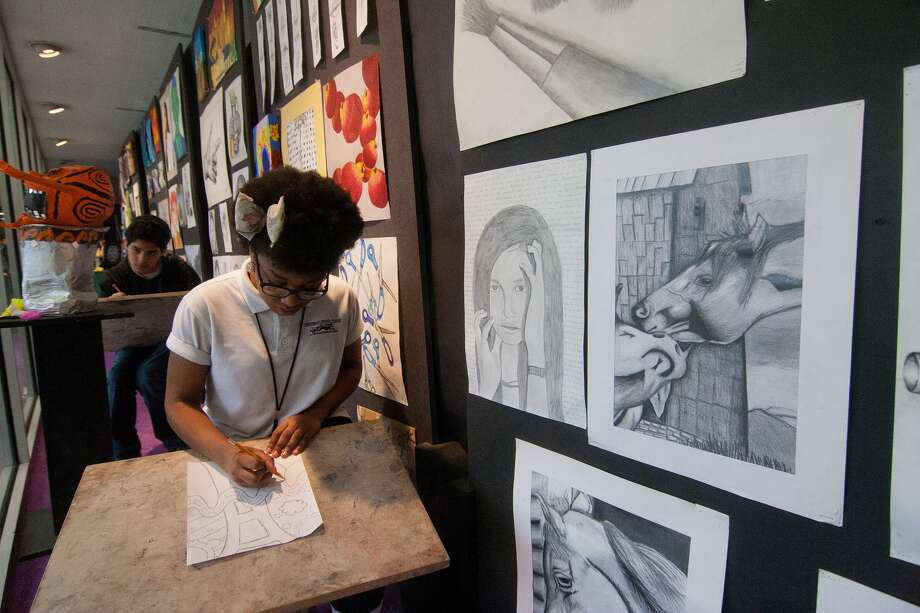 Johnston Middle School eighth-graders Jamie Wright, 14, front, and Spencer Villarreal, 14, work on drawings. Photo: R. Clayton McKee, Freelance / © R. Clayton McKee