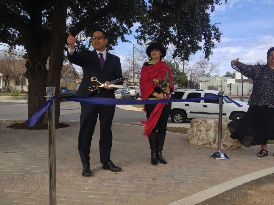 District 1 City Councilman Diego Bernal and former District 1 City Councilwoman Mary Alice Cisneros prepare to cut the ribbon at a ceremony celebrating the completion of Phase I of the Beacon Hill Linear Park. Photo: Sarah L. Tressler\Express-News