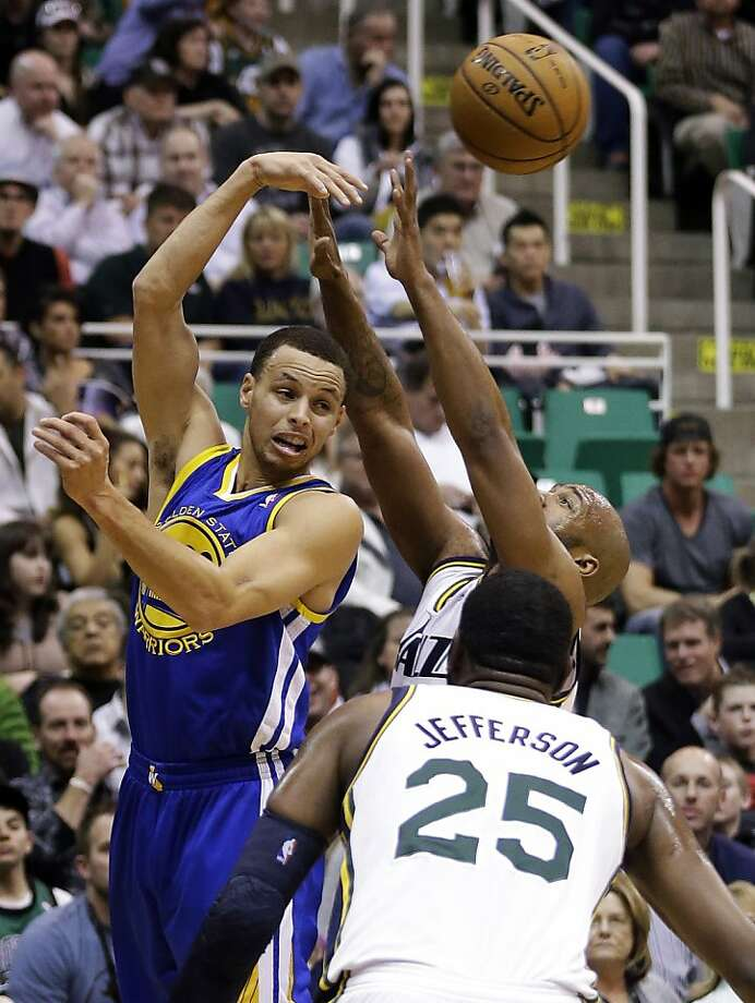 Stephen Curry (left) had 29 points, but they didn't add up to a win. Photo: Rick Bowmer, Associated Press