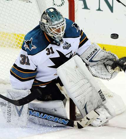 Antti Niemi turns aside a second-period shot. Photo: Bill Boyce, Associated Press