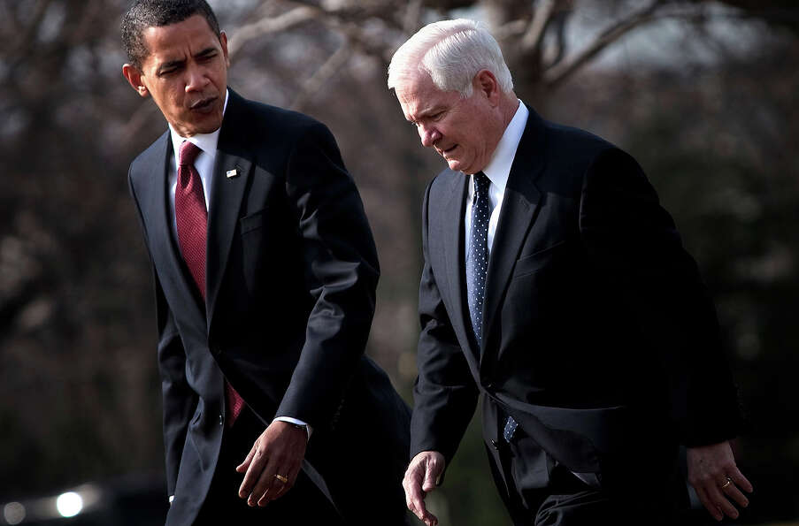 President Barack Obama walks with Secretary of Defense Robert Gates from the Oval Office to Marine O