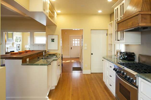 The open design of the breakfast room and kitchen is displayed. Photo: Trevor Henley, Henley Photography