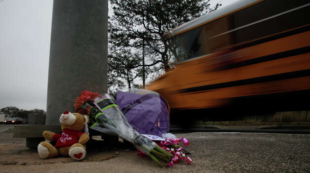 Flowers and a Teddy bear are at the intersection of West Hausman Road and the Loop 1604 access road. Photo: JOHN DAVENPORT, San Antonio Express-News / ©San Antonio Express-News/Photo Can Be Sold to the Public