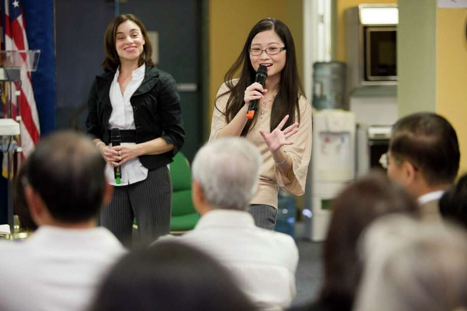 Chinh Duong, right, and nutritionist Aundrea Leven discuss healthy eating habits with members of the Vietnamese community. Photo: Eric Kayne / © 2013 Eric Kayne
