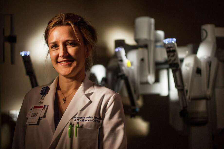 Dr. Nina Dereska says the da Vinci Si surgical robot allows her to do gynecological, urological and general surgeries with minimal invasiveness. Photo: Nick De La Torre, Staff / © 2010 Houston Chronicle