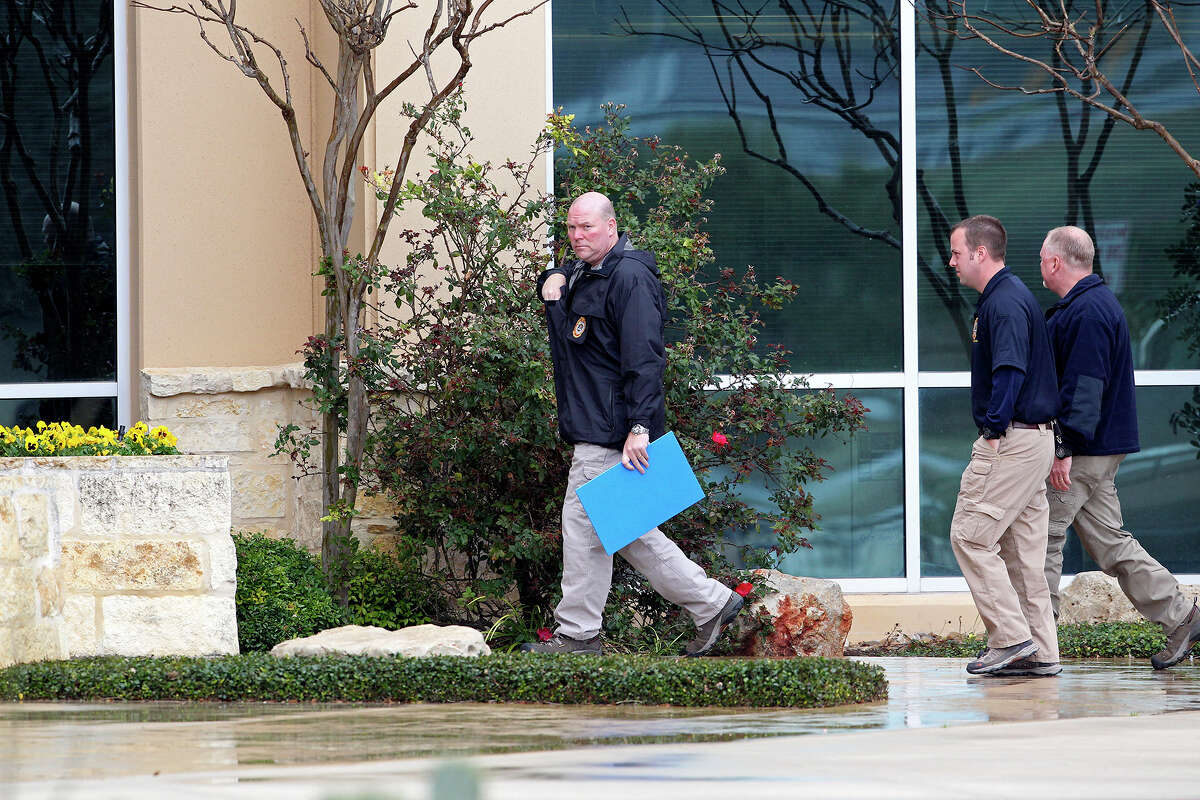 Agents enter the building number 1 as FBI and OIG raid the Scooter Store in New Braunfels on February 20, 2013.