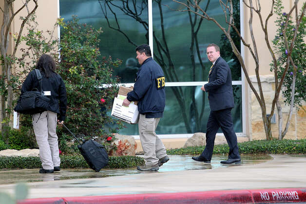 Agents take boxes into building number 1 as FBI and OIG conduct a search warrant at the Scooter Store in New Braunfels on February 20, 2013. Photo: TOM REEL, Tom Reel/Express-News