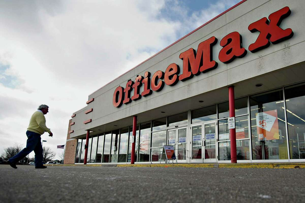 In the office supplies industry, Staples is king while Office Max and Office Depot are second bananas. With online retail and Walmart ebbing away at the sector, the merged Max and Depot team need to think of something before they fade away into obscurity.Source: Buzzfeed