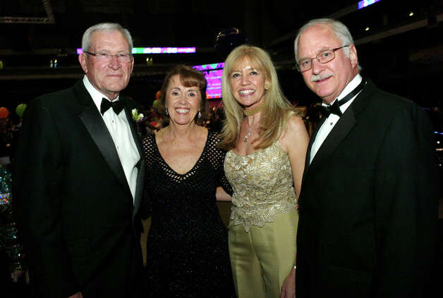 Ed Whitacre, from left, Susan Blackwood, Liz Fritz and George Block gather at the San Antonio Sports Hall of Fame Tribute at the Alamodome on 2/15/2013. This is #1 of 3 photos. names checked photo by leland a. outz Photo: LELAND A. OUTZ, SPECIAL TO THE EXPRESS-NEWS / SAN ANTONIO EXPRESS-NEWS