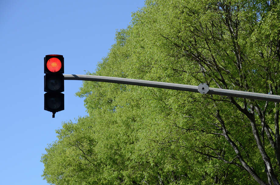 Can flashing headlights change a red light? Photo: Sami Sarkis/Getty Images