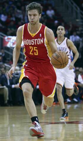 Chandler Parsons of the Rockets drives against the Thunder.